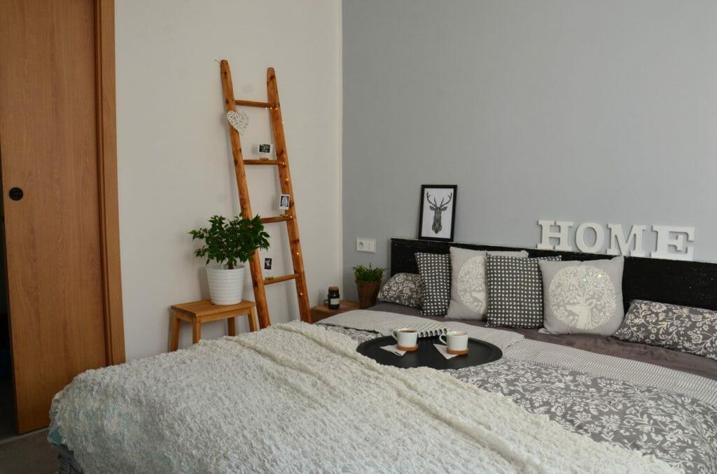 Před focením místnost vyzdobte dekoracemi